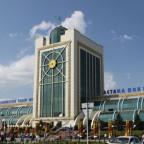 На вокзале Астаны в тестовом режиме начала работать платная стоянка