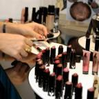 В Петербурге преступники ограбили магазин косметики